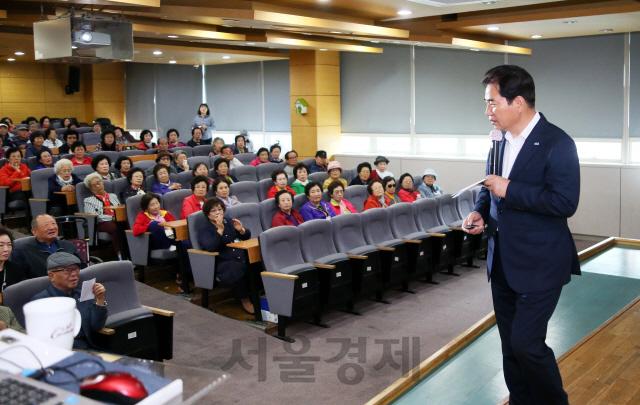 백군기 용인시장, 용인노인대학생 대상 복지정책 특강