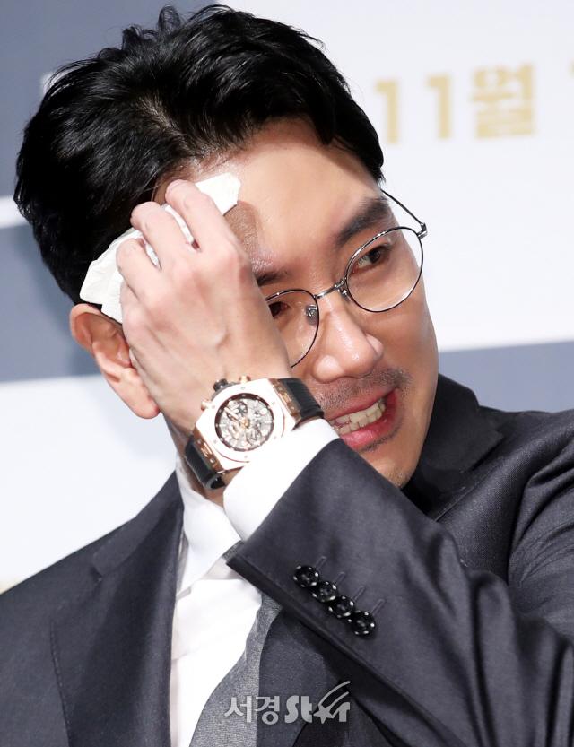 조진웅, 감기 몸살에 진땀! (블랙머니 제작보고회)