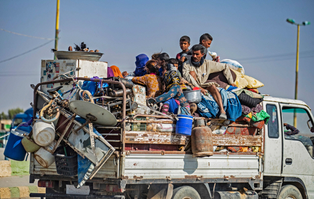 터키 공격에 시리아 북부 '피난행렬'…'최소 6만명 떠나'