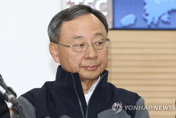'경영고문 부정위촉 의혹' KT 황창규 회장 경찰 출석(속보)