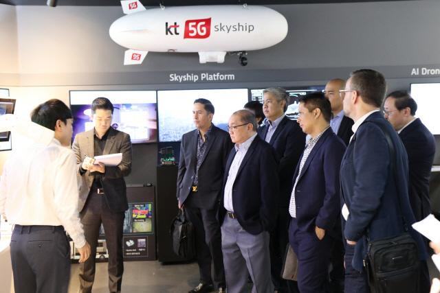 KT 5G 전시관에 필리핀·아르헨티나 등 각국 ICT리더 방문