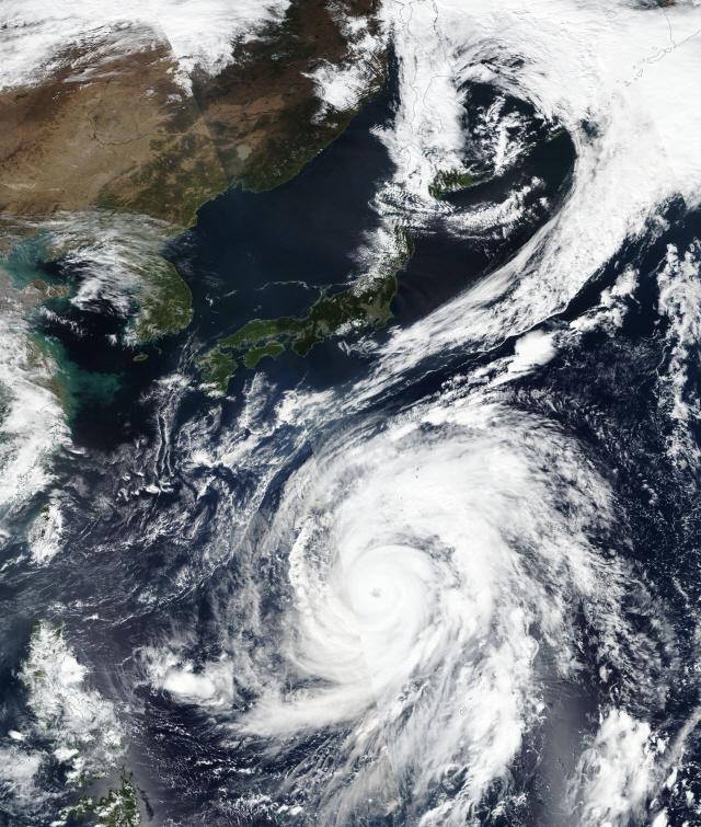 대형 태풍 '하기비스' 접근에 일본 '초긴장'