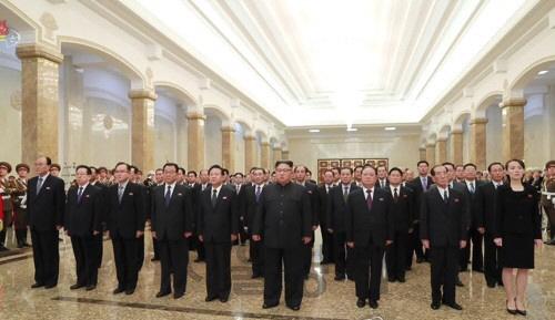 北김정은, 노동당 창건일에 정치국원들과 금수산태양궁전 참배