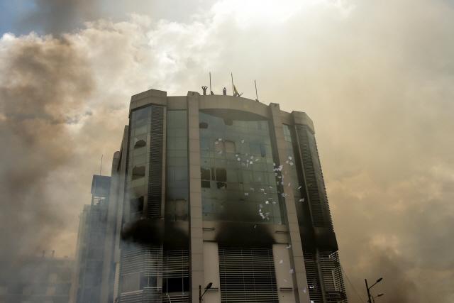 시위 격화 에콰도르에 軍통제 통금령…정부건물 방화