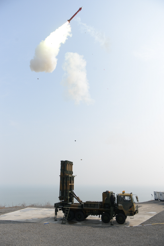 [점프업 코리아 방위산업] LIG넥스원, 중거리·중고도 요격 '천궁 II' 쏘아올리다