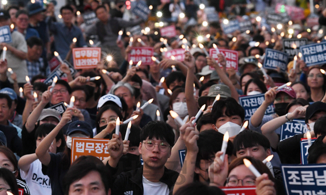 [포토스토리]삭발, 촛불, 검찰…사진으로 돌아본 '조국 사태'