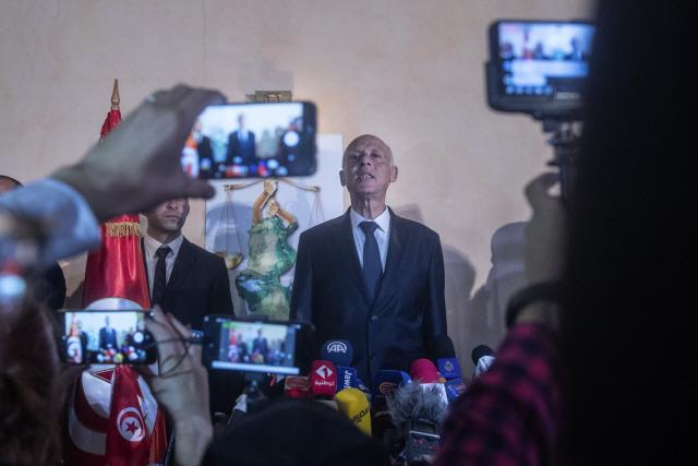 튀니지 새 대통령에 법학교수 출신 '로보캅' 카이스 사이에드