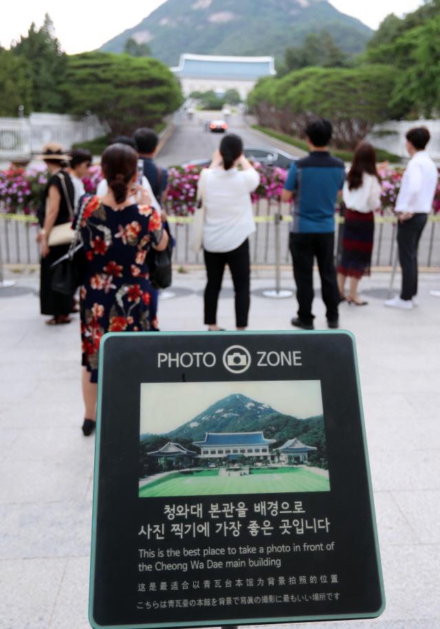 집회에 사건·사고 잇따르자…청와대 앞길 차량검문 강화