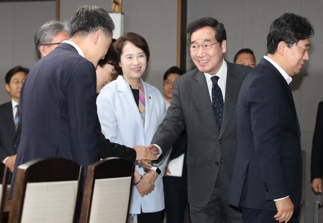 '한일갈등 해법 암중모색' 이 총리…롯데 신동빈 회장 만난다
