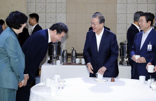 아베 만남 앞두고 '묵이식지' 강조한 이낙연