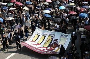 시위대에 흉기...더 잔혹해진 홍콩 '백색테러'