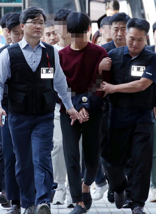 [속보]'美 대사관저 난입' 대진연 회원 4명 구속…3명 석방