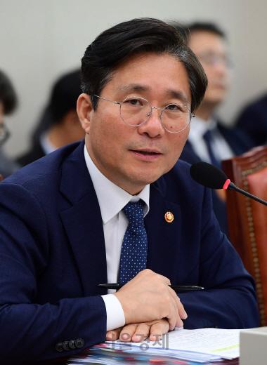 """성윤모 """"10월 수출 최대 고비... 내년 1분기 플러스로 돌아설 것"""""""