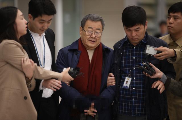 '성폭행 혐의' 김준기 전 동부그룹 회장 귀국후 체포…'혐의 인정안해'