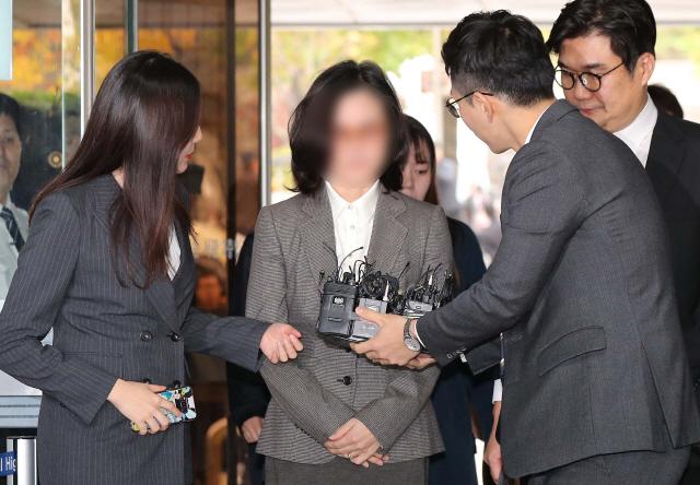 첫 포토라인 선 정경심 '재판 성실히 임하겠다'…오늘 밤 구속여부 결정(속보)
