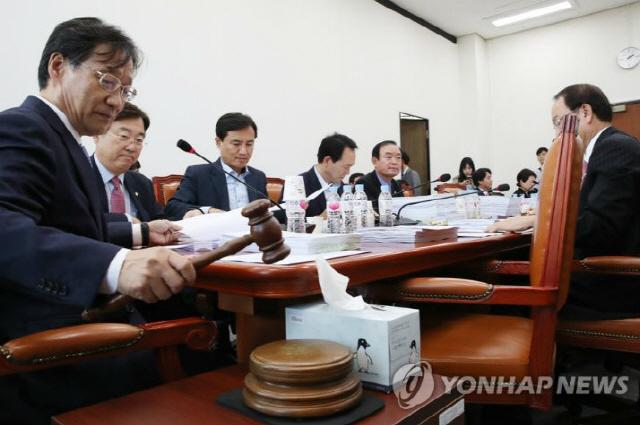 암호화폐 거래소 규제 담은 특금법 개정안, 정무위 법안소위서 막혔다