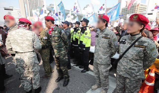 [단독] 군복입은 집회 참가자, 채증 후 처벌한다