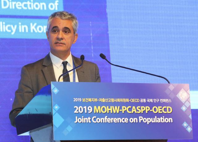OECD '저출산 韓, 유연근무제 확대해야'