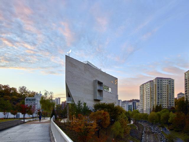 [건축과도시] 북한산을 캔버스 삼아...미술관, 또 하나의 작품이 되다