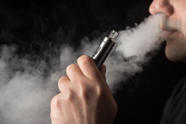 [藥한 뉴스] 정부, 액상형 전자담배 강력 중단··정말 '세수 부족' 때문일까요