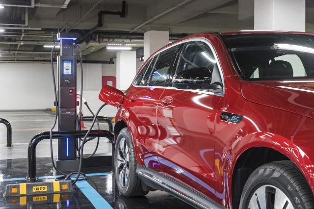 [Car&Fun] 벤츠 '더 뉴 EQC' 첨단기술 품은 친숙한 외관…현재와 미래를 잇다
