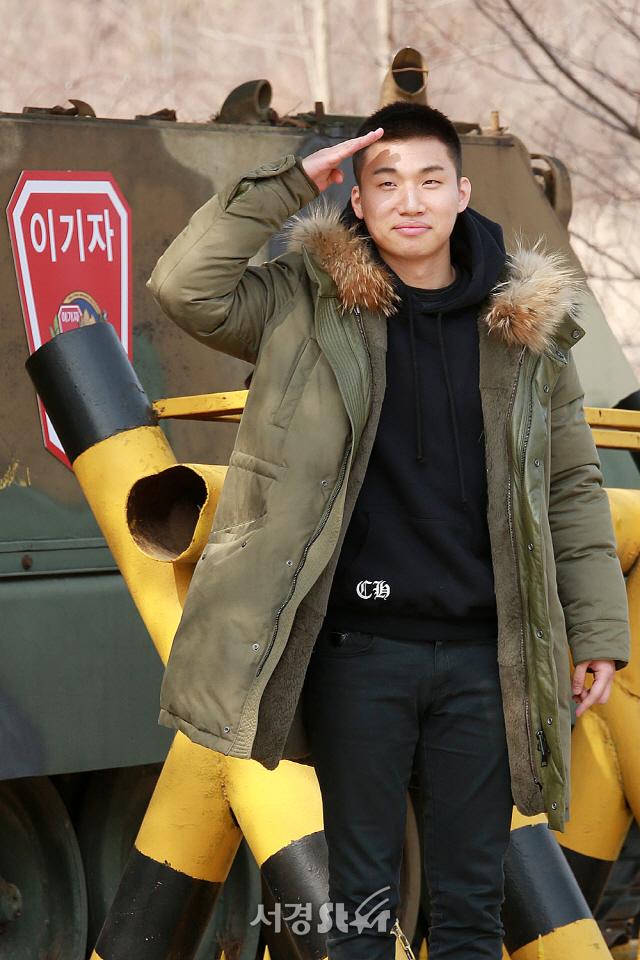 """YG """"빅뱅 태양·대성, 10일 용인서 전역..방문 자제 당부"""""""