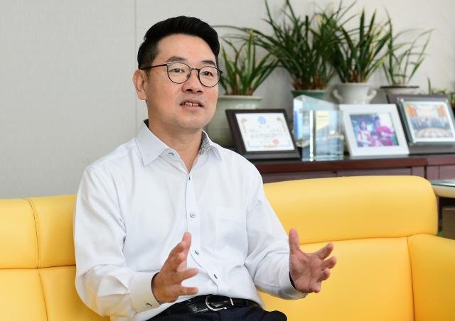 [CEO&STORY]'車반도체 글로벌 톱3 도전...100년 가는 기업 만들겠다'