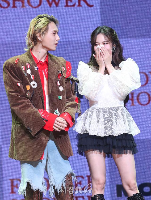 """[종합] 현아♥던 동시 컴백, 당당한 커플 """"사랑을 주는 법을 터득해가는 중"""""""