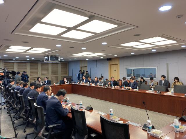 한국당 초선의원, 당 쇄신 위한 비상회의 시작(속보)
