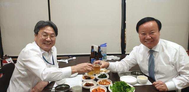 '술 한 잔 합시다!' 강기정, 예결위 파행 뒤 예결위원장과 '맥주 회동'