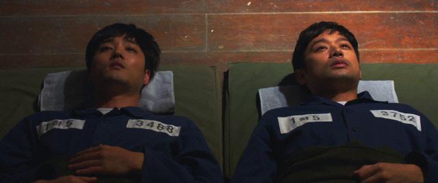 '얼굴없는 보스' 느와르 장르의 새 지평, 뜨거운 메시지 던지는 작품 탄생