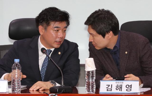 """김해영 """"모병제 시기상조"""" 장경태 """"고민하고 논의해야"""""""