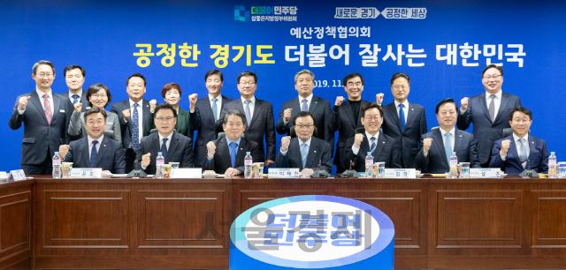 '지역화폐부터 광역버스 국가부담까지'…경기도-민주당, 정책 협력'약속'