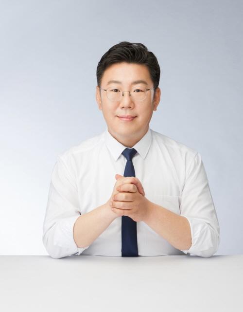 """에듀윌 9급공무원 한국사 신형철 교수 """"핵심을 통해 단기합격의 길로 안내하겠습니다"""""""