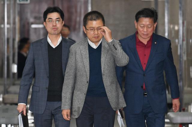 新 '물갈이 없인 필패' vs 舊 '정치정년제 하나'…한국당 공천갈등