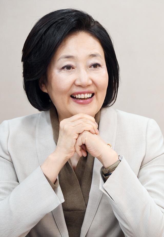 박영선 장관 '네이버 같은 기업 3~4개 더 생기면 국민소득 5만달러 간다'