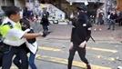 """경찰 총 맞고 쓰러진 홍콩 시위참가자 긴급 수술…""""총알 제거 완료"""""""