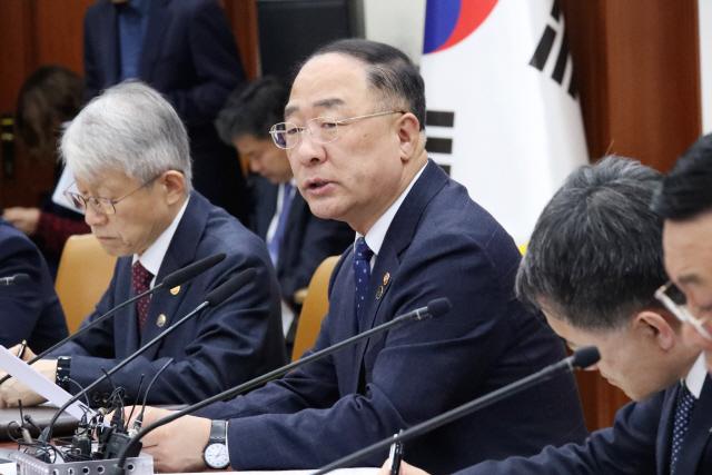 [속보] 홍남기 '주택연금 가입 60→55세…노후소득 보장 강화'