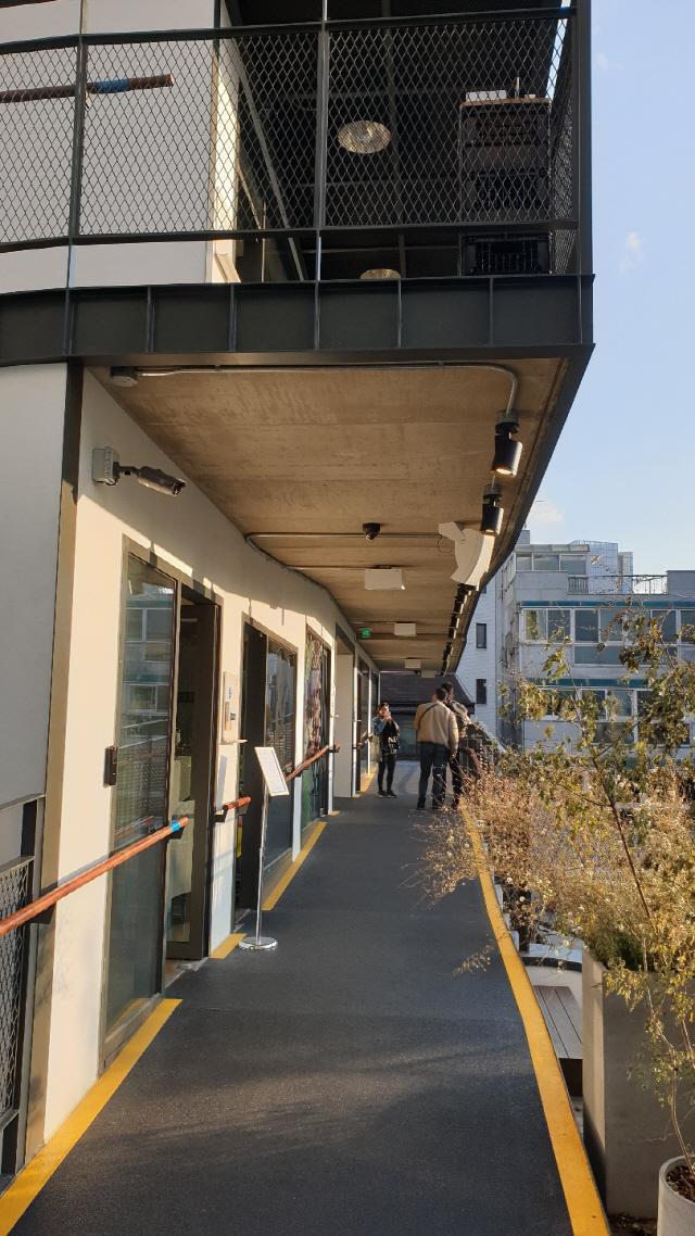 [건축과도시] 1층을 비웠더니 골목이 살아났다...힙스터 성지 된 '강남 쌈지길'