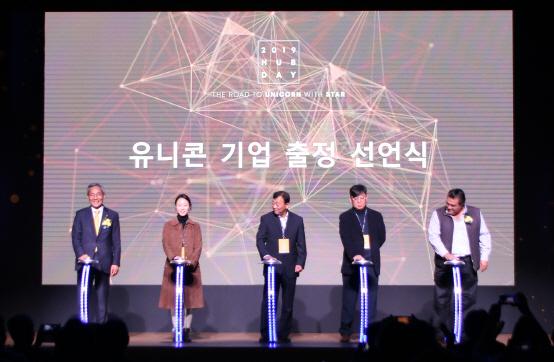 KB금융, '미래 유니콘' 스타트업 글로벌 진출 지원 사격…2019 허브데이 개최
