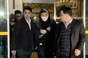 """아이즈원·엑스원 투표조작 혐의 안준영 """"죄송합니다"""" 한마디만…"""