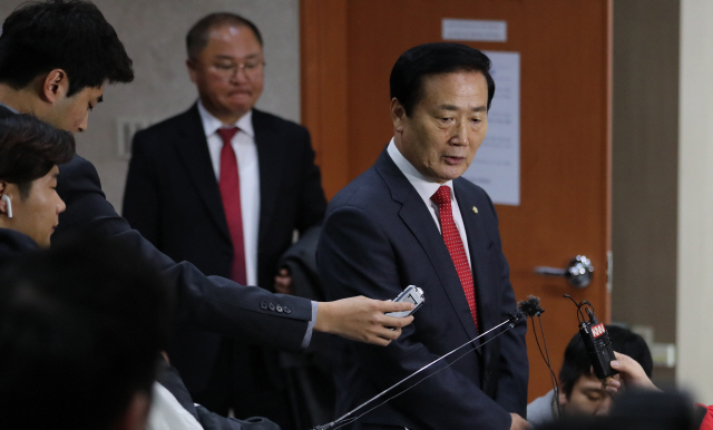 재선도 불출마 선언…한국당, '새집' 위한 원보이스 조율될까