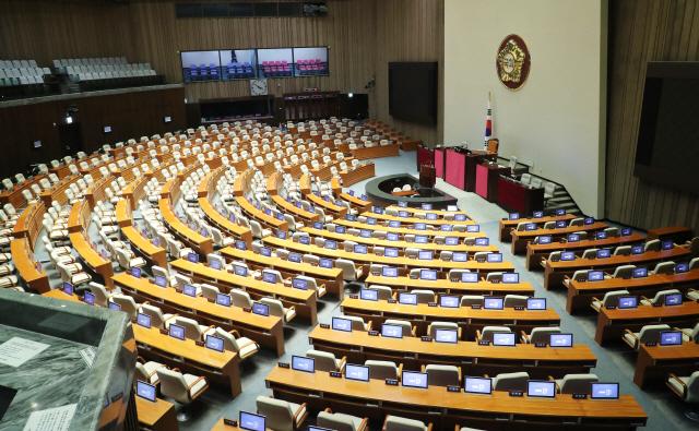 """탄력근로제 확대 반대하던 與, 국회 출석은 """"탄력적으로"""""""