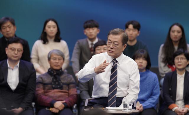 '국민이 묻는다' 문 대통령 마무리 발언 '아직 임기 절반 남았다'