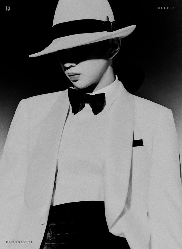 강다니엘, 신보 'TOUCHIN'' 첫 번째 콘셉트 포토 공개..흑백+완벽 옆선
