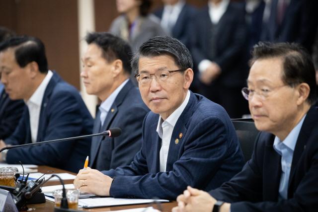 당국, 자영업자 재기지원 프로그램 가동...빚 최장 상환기간 8→10년