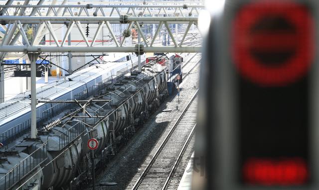 철도노조, 안전인력 충원 등 요구하며 무기한 파업 돌입