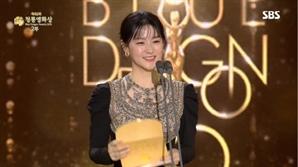 이영애, 14년만에 '청룡영화상' 시상식 참석..개인 SNS 활동까지 화제