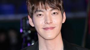 '비인두암 투병' 김우빈, 청룡영화제 시상식 무대에 올라 꺼낸 한마디