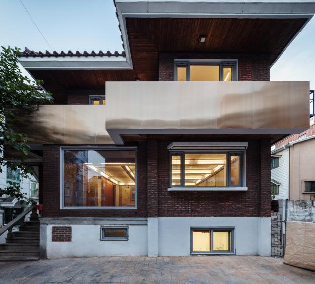 [2019 한국건축문화대상-우수상] 구의 살롱(Salon Gueui), 80년대 다가구 주택의 색다른 변신
